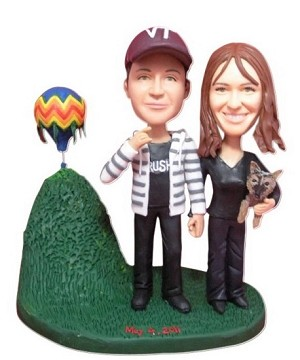 Couple Next To Hot Air Balloon bobblehead Doll