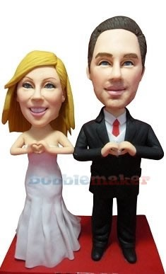 Bride And Groom Make Hearts bobblehead Doll